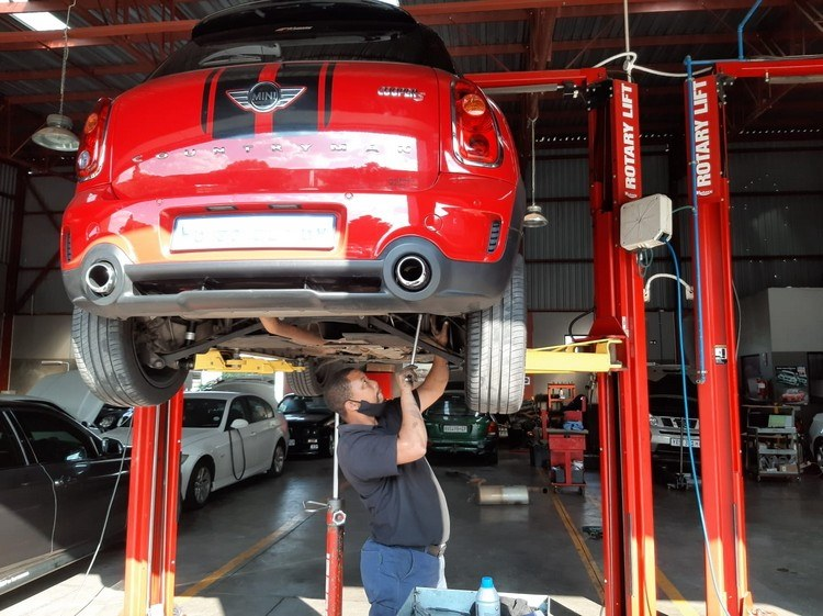 rear-shock-absorbers-fitted-Mini-R60-GP-Motor-Works