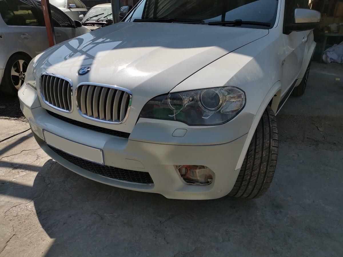 BMW X5 M50d - front bumper repair and respray at GP Motor Works