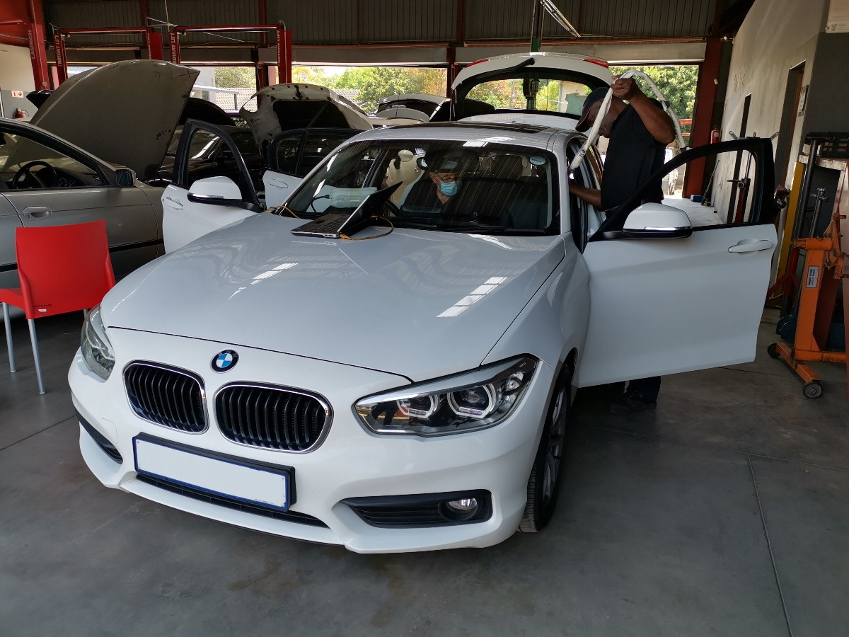 BMW 118i F20 - replacing passenger side curtain airbag at GP Motor Works