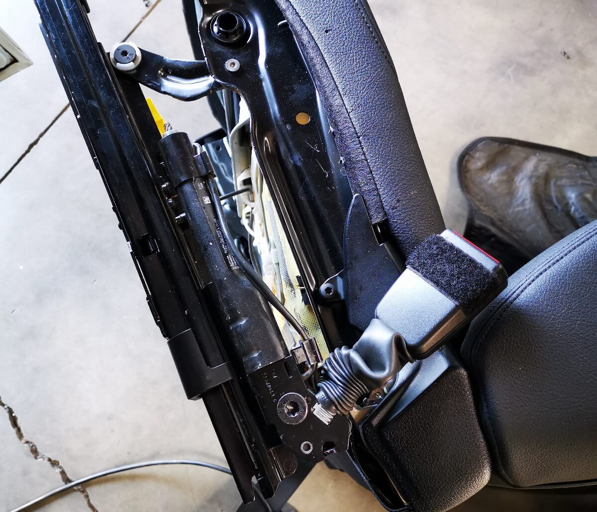 BMW 118i F20 - replacing front seat belt igniter at GP Motor Works